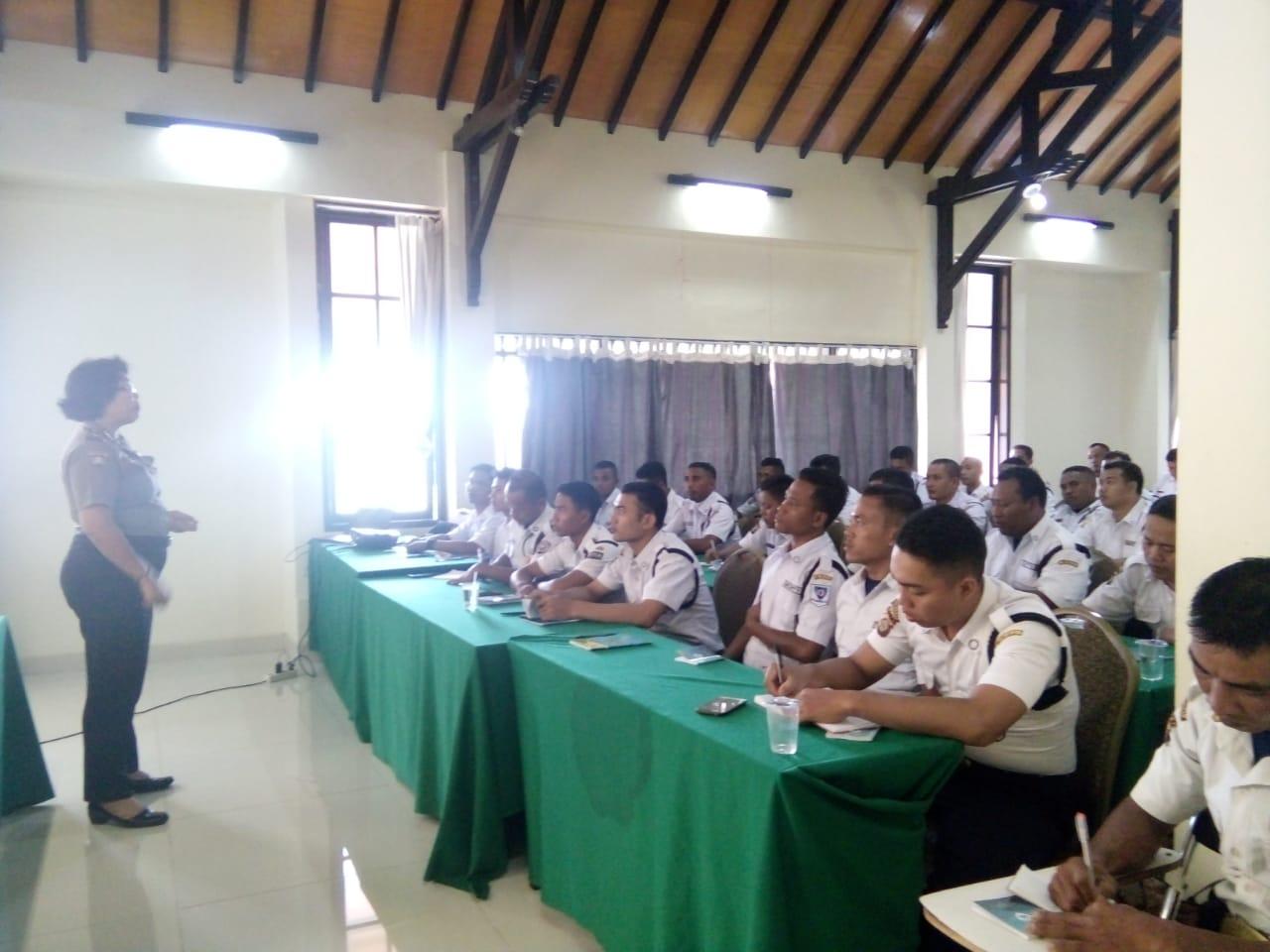 Dokumentasi Materi Etika Profesi oleh Ibu Ayu Suastini Binmas Polda Bali