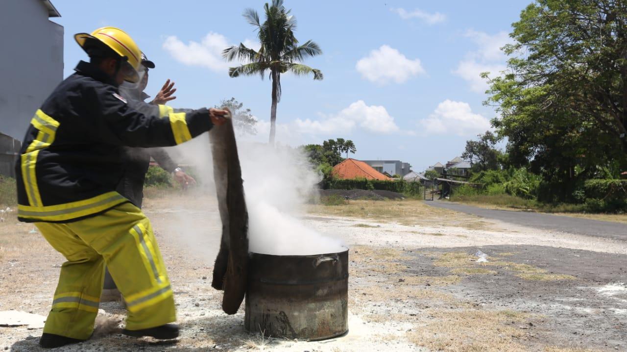 Materi Pelatihan Pemadam Kebakaran oleh Bapak Nyoman Gede Putra
