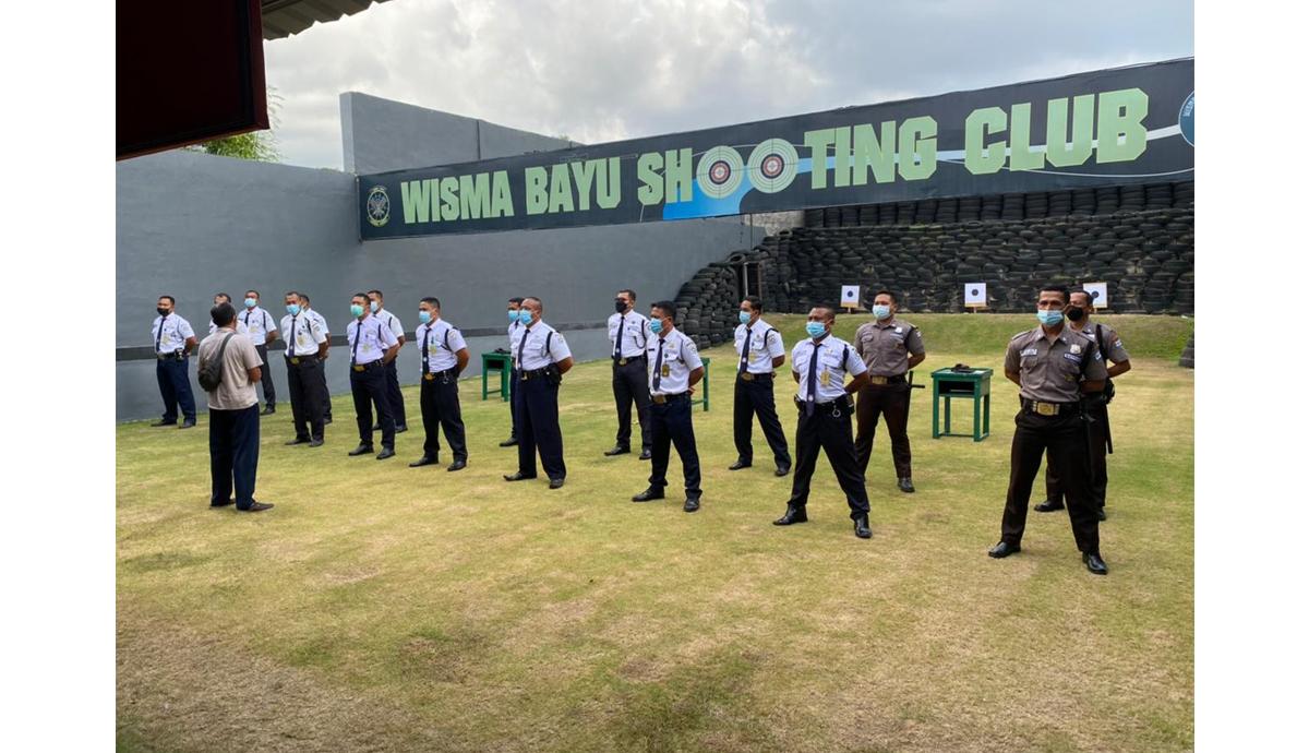 Latihan Menembak Dasar Pistol Satpam BPD Bali
